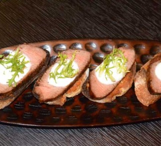 Crostini with Beef and Horseradish Cream Recipe
