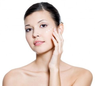 End Dry Skin Naturally with a Voskos Greek Yogurt Facial